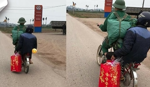 Hình ảnh bố đón con ngày ra quân : Một chiếc xe đạp cũ mang theo không khí Tết đã cận kề