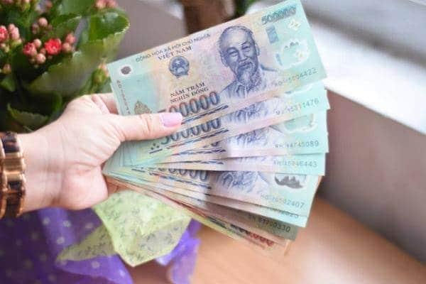 Có thể phạt lên đến 500.000đ nếu vợ không đưa tiền cho chồng xài Tết